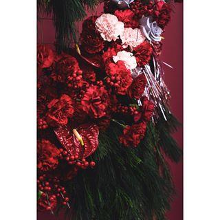 flowers berlin floralinsta berlinphotographer tinsel holidays tablesetting tablesettingideas florist eventdesign eventphotography christmasmacrame xmas floralinstallation sonya7iii christmas newyear eventberlin sony event eventplanner berlinevent floraldesign red 2020