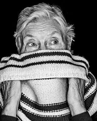 greatlady blackandwhitephoto monochromephotography schwarzweissfotografie monochrome stpauli muhmephotography schwarzweissfoto ringflash blackandwhite blackandwhitephotography sanktpauli blackandwhiteportrait schwarzweißfoto ringblitz schwarzweissportrait facesofstpauli schwarzweiss muhmephoto scarf schal faces lady
