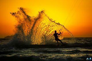 extremesportfotografie kitelife surf splash kiting 50knots plkb kitesurfparadise surfphoto kota kingoftheair capetown kiteboarding ocean extremesportsphotography kitesurfing southafrica