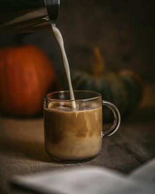 50mmf18 almondmilklatte autumnvibes🍁 favoritemug mondayvibes✨ moodforcoffee morninginspiration nikond750 pouringshot primelenses readabook sipacupofmagic takeabreath weshootfoodtogether