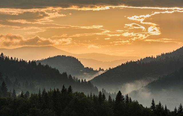 nikon carpathians_ua карпаты carpathian clouds morning evening nikonphotography carpathianmountains sunset carpathiansgroup yourshotphotographer travel hill forest carpathiangram sunrise карпати mountains nikonukraine