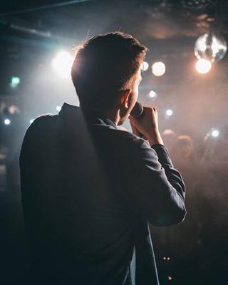 mistfilter ratskellercrailsheim concertband partyfotograf liveconcert eventfotograf gegenlicht onstagephotos bühnenlicht stuttgart singer crowdshot emotionalmoments concertwithband clubphotography gänsehautmoment singerlive onstagephotographer lowlightshot schwäbischhall eventlocation singeronstage canoneosr flashlights ammikrofon flashlightcrowd fotograf heilbronn onstagephotography lucanoel
