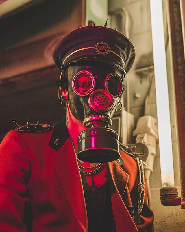 art portraitphotography koplilõpp kopliliinid sigma 50mm teinsteinphoto ghost commander photoshoot portrait gassmask photography sonyalpha estonia tallinn