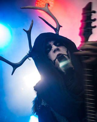 blackmetal creepy fromthevoid horns horror nummihulluus nummirock nummirock2017 pentax pentaxphotography photographyislifee singer