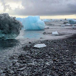 blacksandbeach glaciär glacier iceland icelandnature icelandtrip island jökulsarlon svartlavastrand