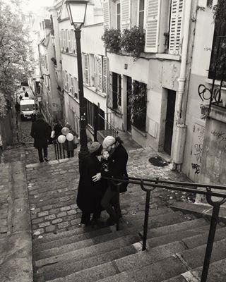 paris montmartre travel loveparis happyparents aroundtheworldwego happiness bebeluna happy love baby wheninparis cucapsuna