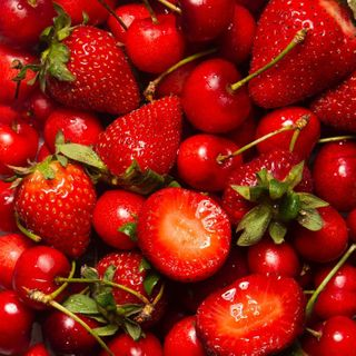cherries strawberries strawberriesandcherries foodstylist foodstyling foodphotographer foodphotographyandstyling foodphotography morangosecerejas cerejas morangos zoom summer verao