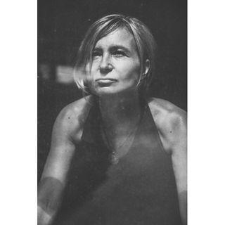 freeday portret portrait portraitphotography schwarzweissfotografie kreuzberg women lightandshadow fotoshoot fotosession noir berlin artfoto photography dance music soul openfloor sensuality blackandwhite