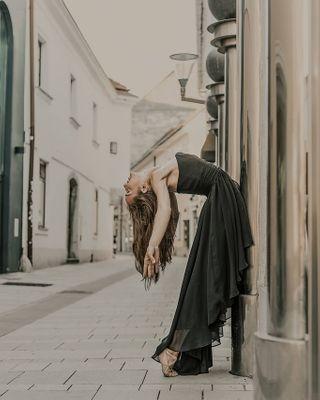 flashme127 danceteam city_explore streetphotography citylights dancevideo cityphotography beautylover dancehall dancing cityview beautyful dancefloor photography love dancers citylife beautycare dancelife beautyaddict dancer cityscape dance city beauty street