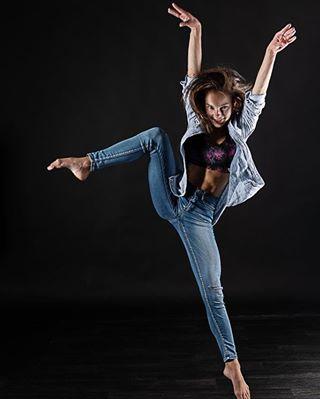 dancers love photography model modellife jumputan dancehall femalemodel jumping dancefloor photo dancing jumper jumpman fashion dancer style jump modelo instagood photoshoot flashme127 dances jumpsuit dance modeling modelling femaleartist female dancelife