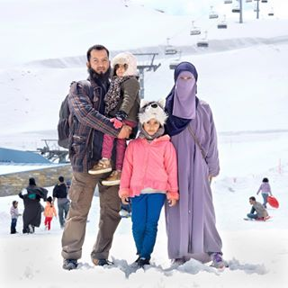 holiday headscarf vacation fatheranddaughter glacier austria abaya cap muslimahfashion arabtourist saudiarabia snow mariekevandervelden zellamseekaprun islam muslim wolves muslimahwear daughter runningshoes kitzsteinhorn middleeast family walkingshoes motheranddaughter muslimah zellamsee arabic familylife tourism