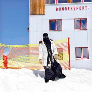headscarf vacation winterjacket zellamseekaprun sunglasses saudiarabia arabtourist invisible cap zellamsee snow paradise playinginthesnow muslimah kitzsteinhorn arabic muslimahfashion gloves unrecognizable glacier austria mariekevandervelden middleeast holiday muslim muslimahwear tourism bundessport abaya islam