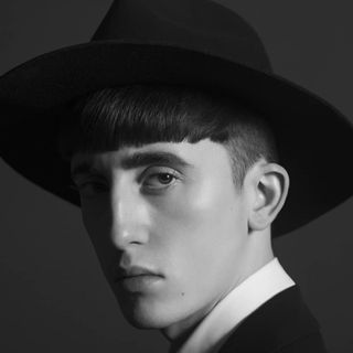 malemodel model photographer fashionphotographer eyes regard paris hairstyle skin beauty men whiteshirt black blackandwhitephotography portrait hat