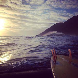 bigwaves ocean surfing goodlife dungeons seascape freelancers sunset bigwavesurfing