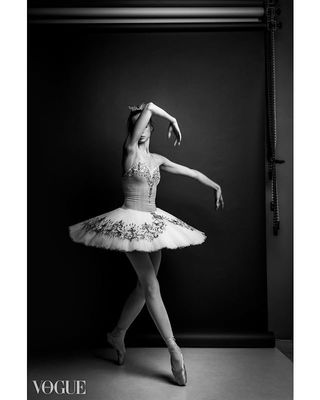 artmood bwphoto classicsmagazine ballet balletdancer creatorsmagz fashionportrait photovogue editorial portrait fashionphotography vogueitalia vls_aesthetics