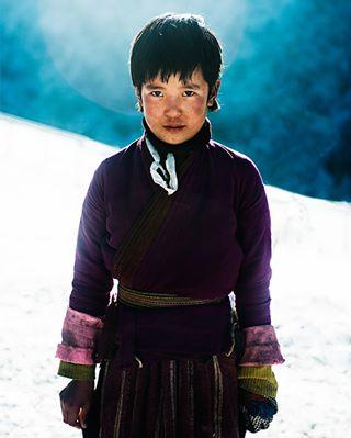 blue himalayas travel portrait bhutan easternbhutan bhutanese girl children mybhutan snow kids merak
