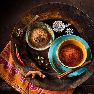 soulfood foodphotography spices curcuma indian gewürzmischung chilli scharf gewürze hot colorful foodstyling kurkuma