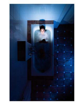 artproject badewanne bath bathtub blue die dumb dumbwaystodie dwtd electricity electrocute electrocuted fotofranzandfriends goingdown lookingdown model perspective photoproject secondsbeforedeath secondsbeforedisaster series straightdown to ways