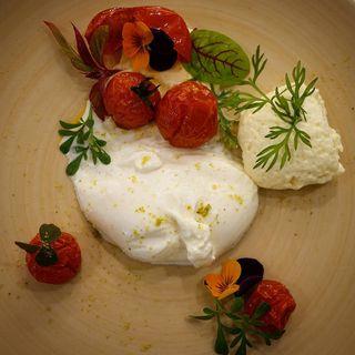 italianstyle gourmet madewithlove vienna_city austria roastedtomatoes buffalomozzarella mozarelladibufala foodstylistmagazine