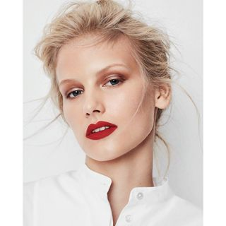 model styling sabinemaeulen editorial magazine makeupandhair fashionphotographer shooting magazin teamwork beauty redlips makeup beautyphotography blondhairgirl pureredlips