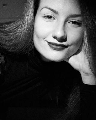 black blackandwhite girl nagias_photography photography picoftheday portait white