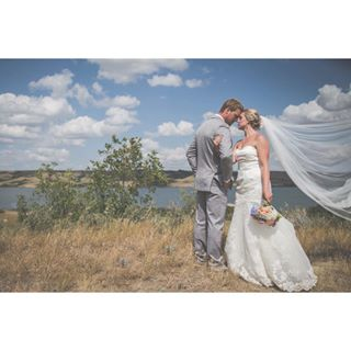 yqr married happycouple bridalformals followme blowinginthewind pleasefollow mrandmrs allsmiles marriage brideandgroom throughthelens veil weddingveil wedding2017 weddingphotography yqrphotography portrait professionalphotographer newaccount canon6d wedding