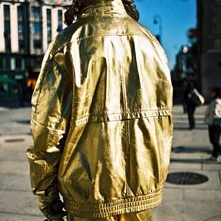 oslobilder oslo norway streetphotography gold karljohan