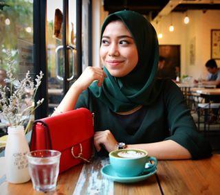 podgyandthebanker beautiful indoor potd insta igersmy hartamas drfotografi photo photoshoot cafe photographer model kualalumpur malaysia day potrait bag cafehopping igers modelling handbag