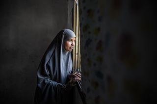 tyttöjenympärileikkaus näyttely portrait valokuvanäyttely sanomatalo kuvajournalismi femalegenitalmutilation solidaarisuus fgm muotokuva silpominen photojournalism muutoksentekijät endfgm