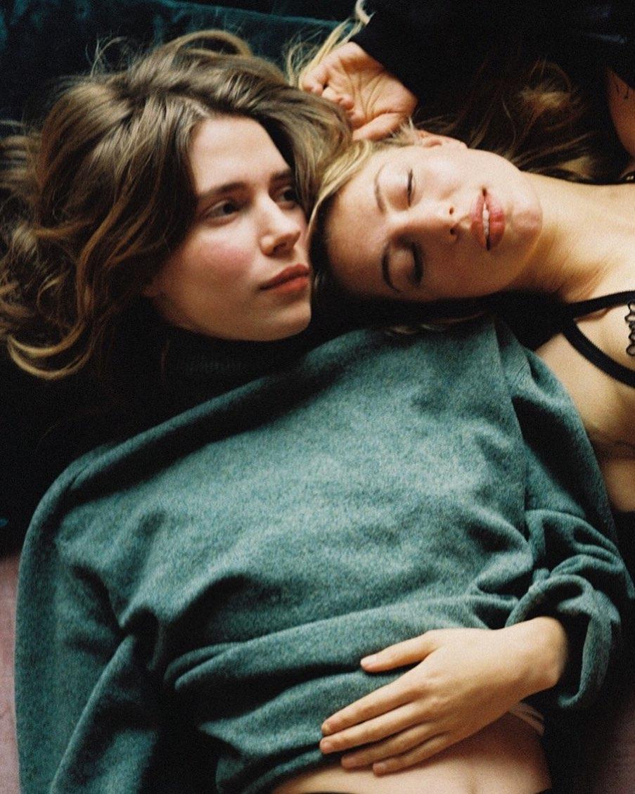 myschaoreo love sisterhood girlsonfilm filmisalive mediumformatfilm analoguephotography