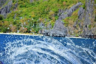 actionphotography amateurphotography backpacking dslr elnido favorites instadaily islandhopping islandlife landscapephotography nikon ocean perfection philippines photodaily pictoftheday simplytravelin water wave