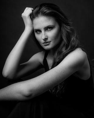 shoot photographer portrait belgium_unite photography studio model worldofportraits blackandwhite pose portraitvision flodegeyndt
