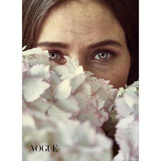 suistanable portrait picofthedayfineart organic ojos mirada mallorca look freckles flowers eyes ecofriendlygifts eco cream cosmetic beauty advertisment
