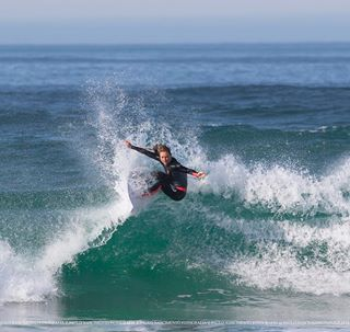 surfergirl waves wave sea beach bestpicture surfing picoftheday surf costadacaparica bestoftheday blue canon 300mm pro paulonascimentofotografia