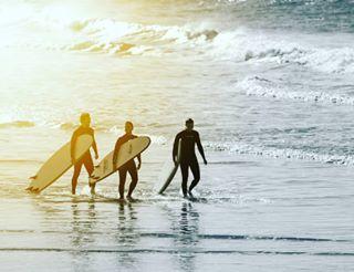 beach picoftheday surfing costadacaparica wave canon blue pro bestpicture paulonascimentofotografia sea surf waves 300mm bestoftheday longboard