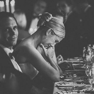hochzeitsfotografie tränen weddingphotography olympuspen weddingday bride bwphotography schlosshotelkronberg brautkleid groom blacktie braut systemkamera tears brautrausch hochzeitsrede bräutigam olympuskameras olympus hochzeit weddingspeeches blackandwhiteweddingphotos weddingphotographer taunus penf weddingdress hochzeitsfotograf