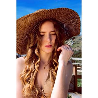 headshot facesmagazine canon countryside memories flower tbt photography hat natural model countrygirl travel singer photocommune happy summer colours spain actress portrait kdpeoplegallery beauty sun sombrero blogger nofilter