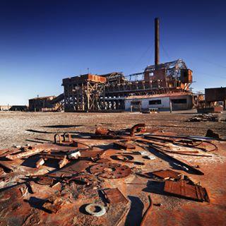 iron ruins lostplaces sanpedrodeatacama chile andes darktourism desert ruin iquique atacama stack industry altiplano rust americas metal panamericana southamerica