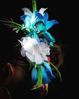 fleuresblanches fleursbleues typical folcl coiffe cheveux pelo trajenacional Nicaragua