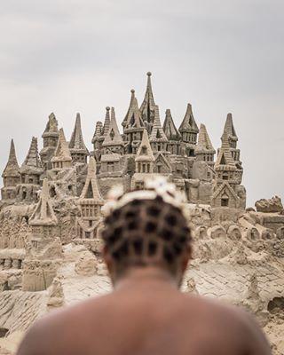 everydaylatinamerica rj bookstagram king beachlife everydaybrasil riodejaneiro booklover sandcastle barradatijuca castle seaside