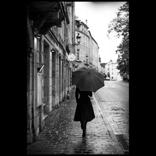 mood rain noiretblanc style fashion umbrella ronanbudec metz fotograf photographer raw blackandwhite monochrome beauty editorial