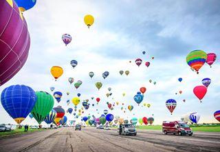 ballons balloons bleu blue bonheur bygregbuttay chambley ciel clouds color couleur france🇫🇷 landscape lorraine mab2017 montgolfière paysage picoftheday picture sky tourism tourisme transport travel travelgram travelphotography voyage