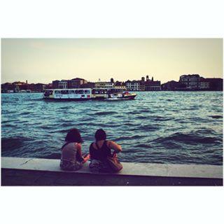 exploring people ship women traveling evening friends panorama sea cityhiking streetphotography city bythesea