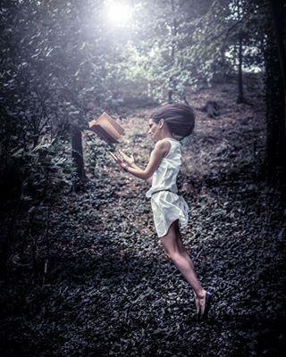 readingbooks portraitphotography photosession funinthepark creative model readinginforest conceptart photomanipulation