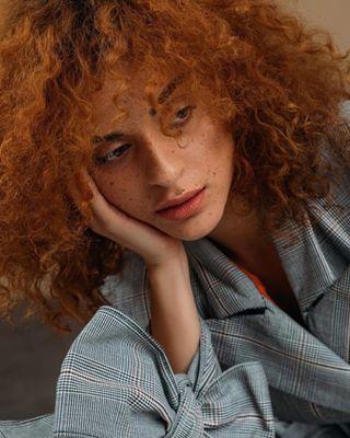 freckles campaign curlyhairstyles softlight mariovijackic projektkoncept petrasever fashiondesigner