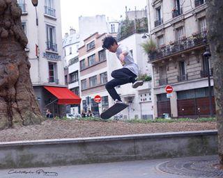streetphotography photooftheday jussieuparis skaters paris skateboard photography photographer photographie skateflipping art