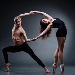 dancecouple pointe contemporaryballet dance moderndance contemporarydance repost nikond800 lifeofaphotographer dancephotography studiophotography studio body ballet dancerslife ilovemyjob instadance nikon photoshoot