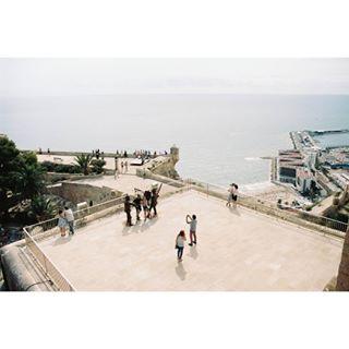 exploretocreate 35mm minolta turists sea portra photography alicante landscape picoftheday film fpportra400 views photographer filmisnotdead summer filmphotographic