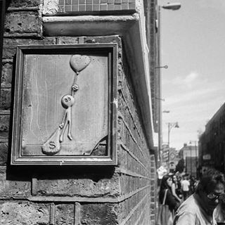 film ilfordfp4 bricklane bandw argentique love money💰 london ishootfilm gameoftones streetphotography streetart analog blackandwhitephotography analogphotography 35mm shoreditch blackandwhite thisislondon olympustrip35 street