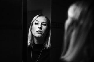 spiegelbild schwarzweissfoto mirrorpic homeshooting girlportrait canon5dclassic bwstyleoftheday bw_crew bwart